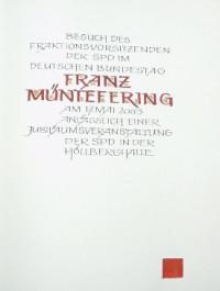 Franz Müntefering trägt sich ins goldene Buch Kürnachs ein
